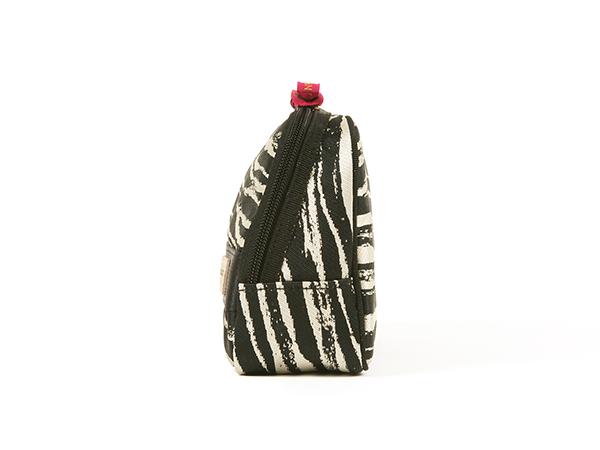 【アウトレット】スロープシェイプ・ポーチ<Zebra Chic(ゼブラシック)>9WP-ZB110H