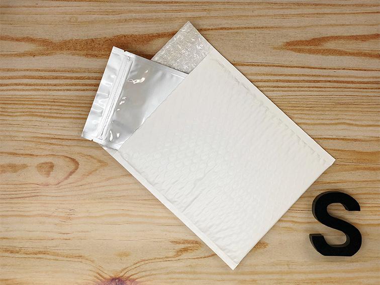 【450枚】ラクッション封筒 ポリタイプ ホワイト Sサイズ(外寸190×210+40mm)