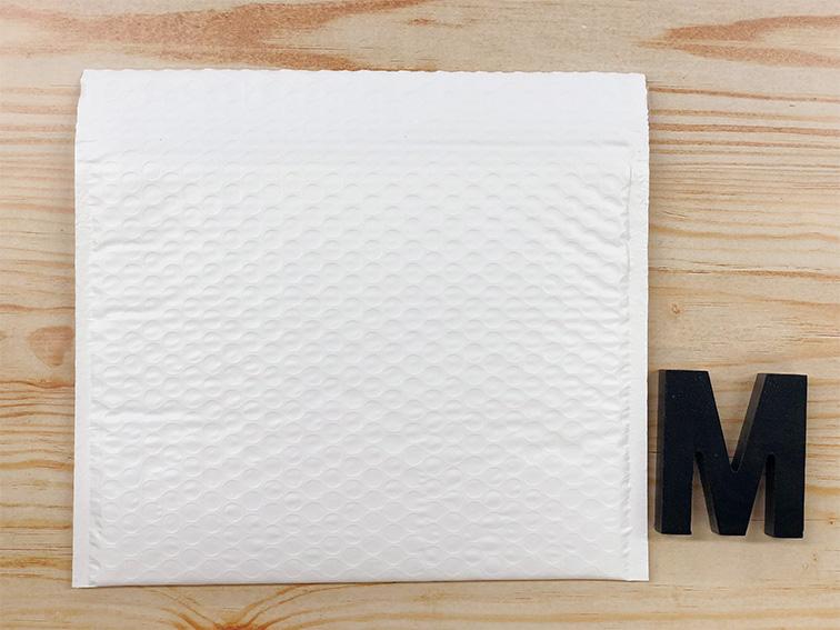 【30枚】ラクッション封筒 ポリタイプ ホワイト Mサイズ(外寸280×205+40mm)