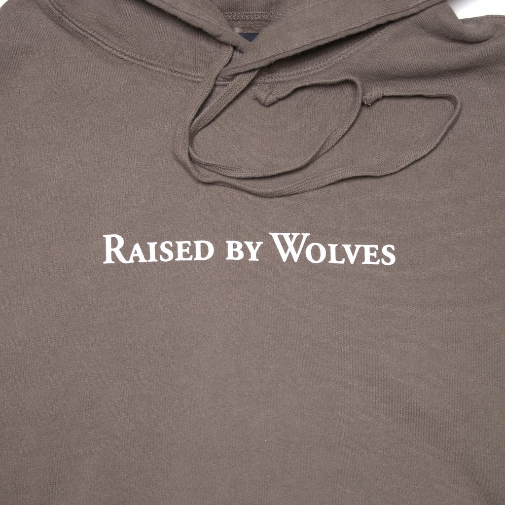 【RAISED BY WOLVES/レイズドバイウルブス】LOGOTYPE HOODIE パーカー / OLIVE