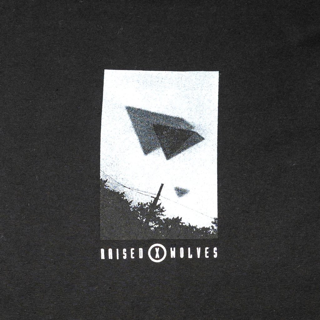 【RAISED BY WOLVES/レイズドバイウルブス】VISITORS T-SHIRT Tシャツ / BLACK