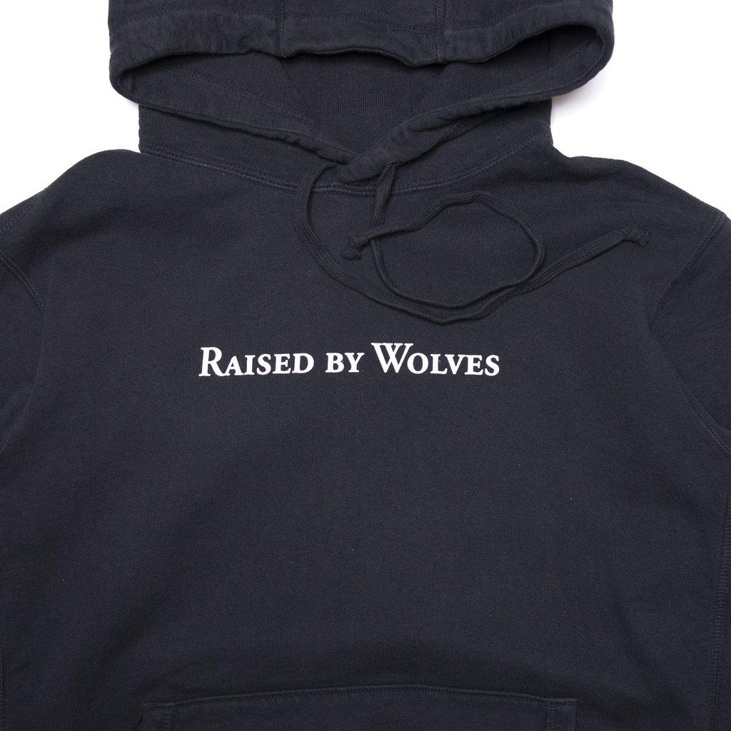 【RAISED BY WOLVES/レイズドバイウルブス】LOGOTYPE HOODIE パーカー / BLACK