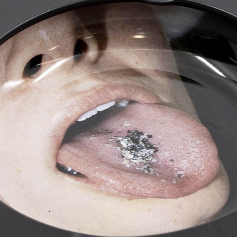 【PLEASURES/プレジャーズ】TONGUE TIN ASHTRAY 灰皿 / BLACK
