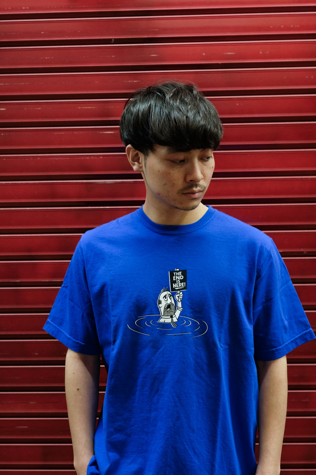 【RAISED BY WOLVES/レイズドバイウルブス】THE END IS HERE TEE Tシャツ / ROYAL