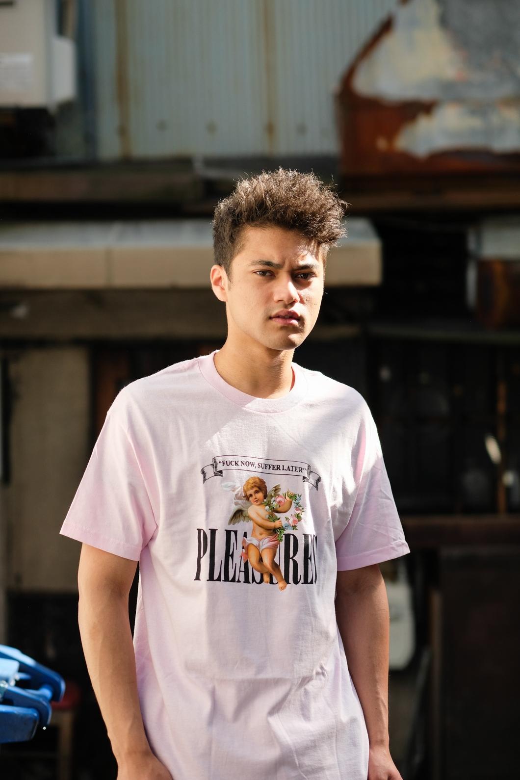 【PLEASURES/プレジャーズ】SUFFER T-SHIRT Tシャツ / PINK