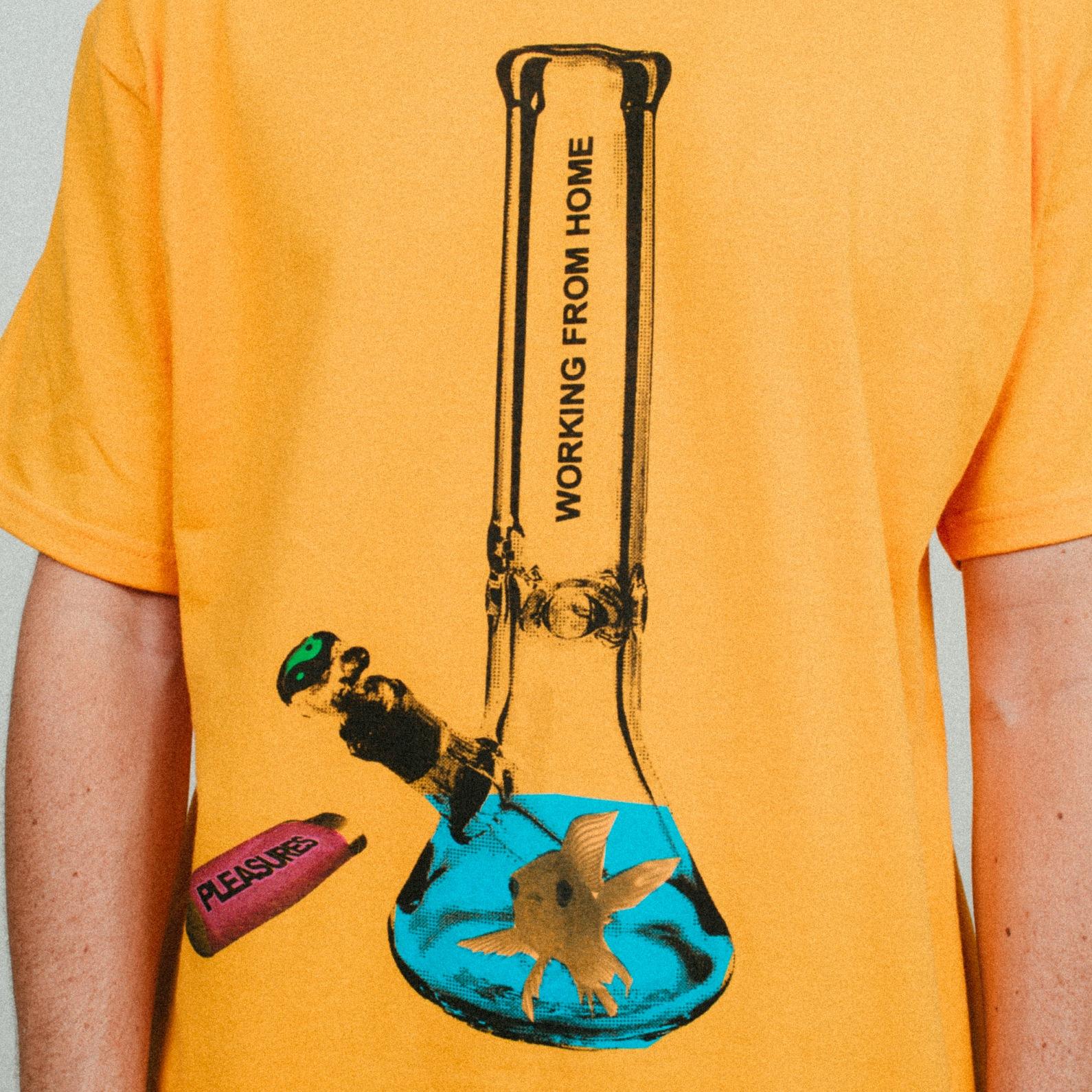 【PLEASURES/プレジャーズ】GLASS T-SHIRT Tシャツ / GOLD