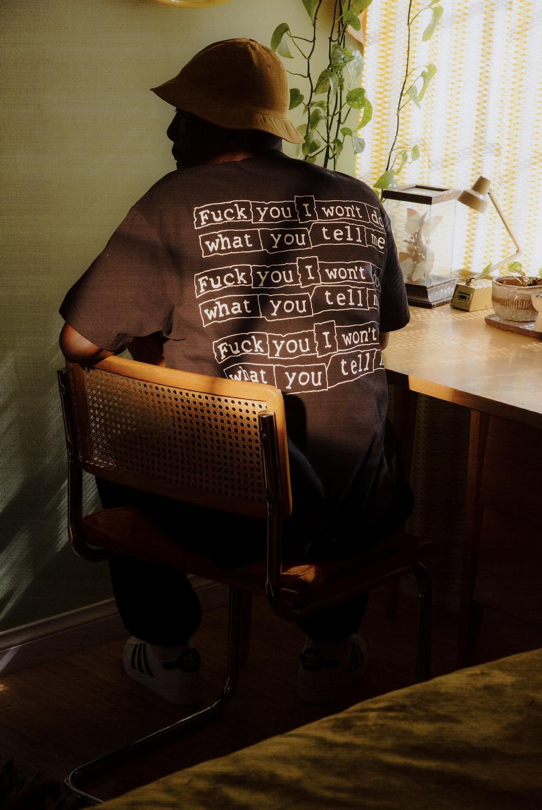 【PLEASURES/プレジャーズ】SURRENDER T-SHIRT Tシャツ / BLACK