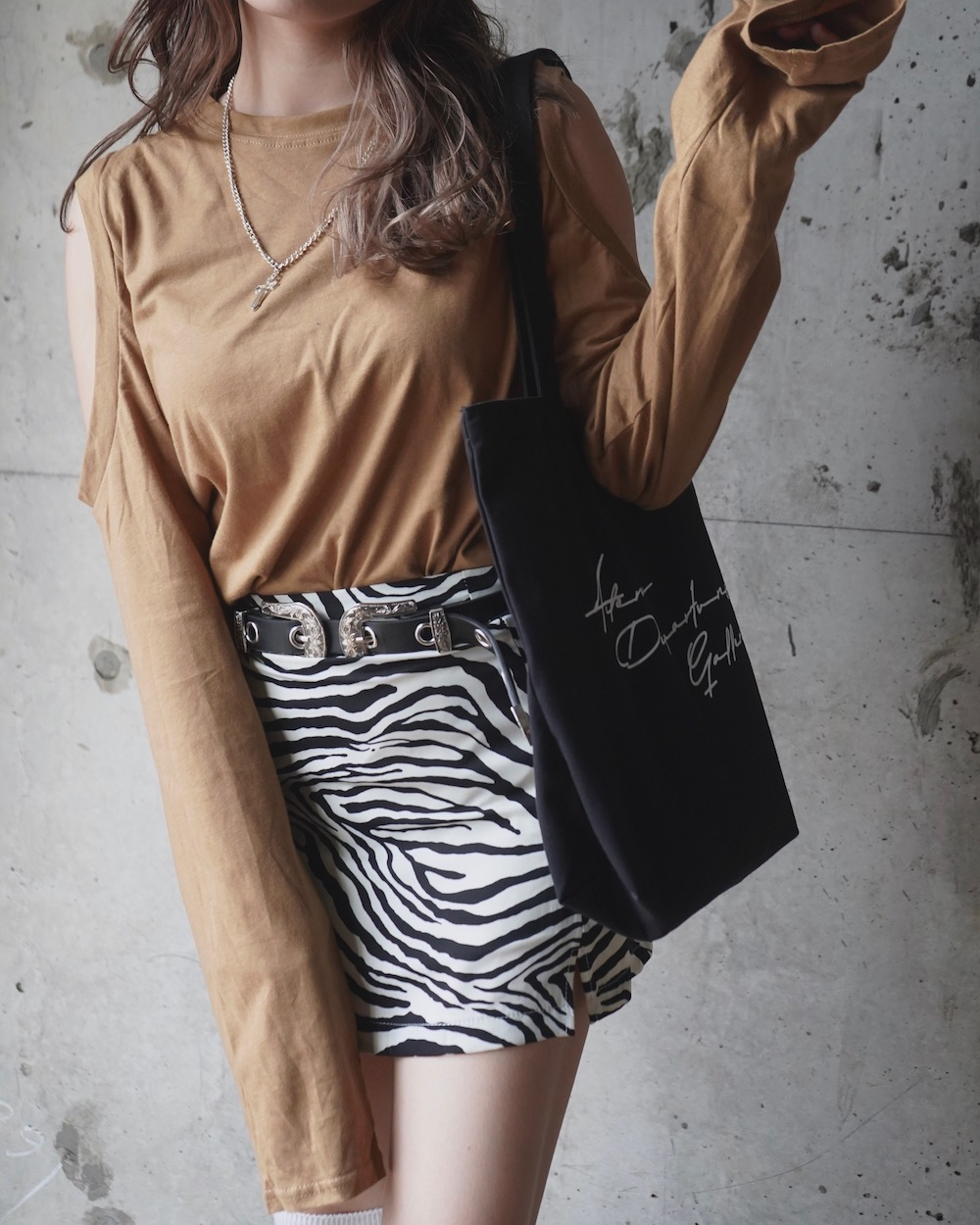 Open Shoulder L/S T-shirts (Light brown)