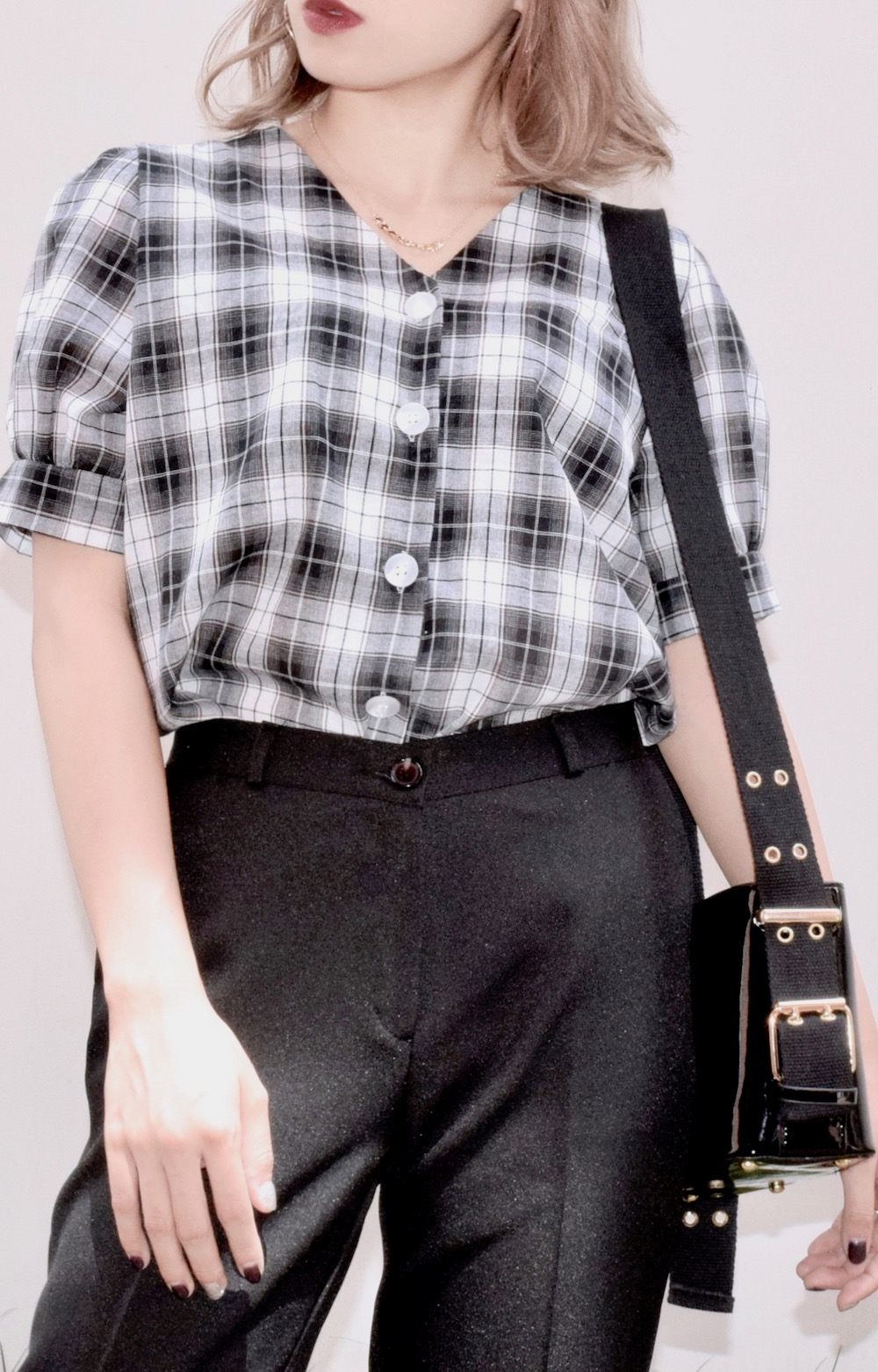V-NECK PUFF SLEEVE CHECK BLOUSE