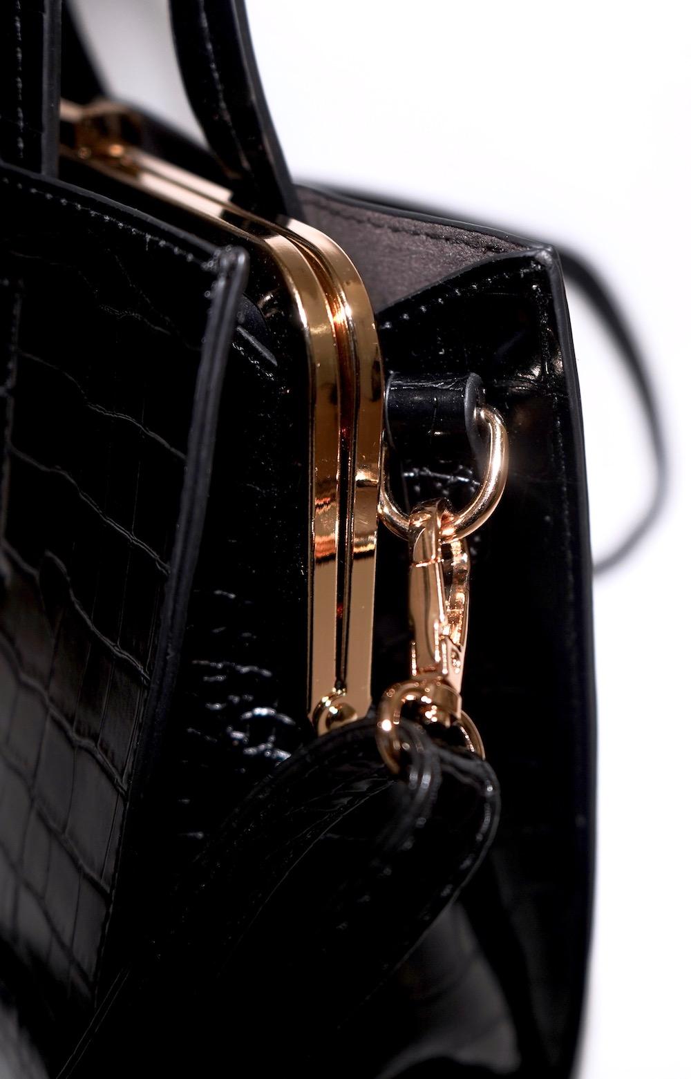 Crocodile Touch Square Shoulder Bag  (black)