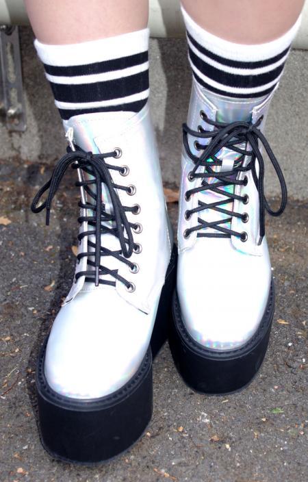 ホログラム厚底ブーツ