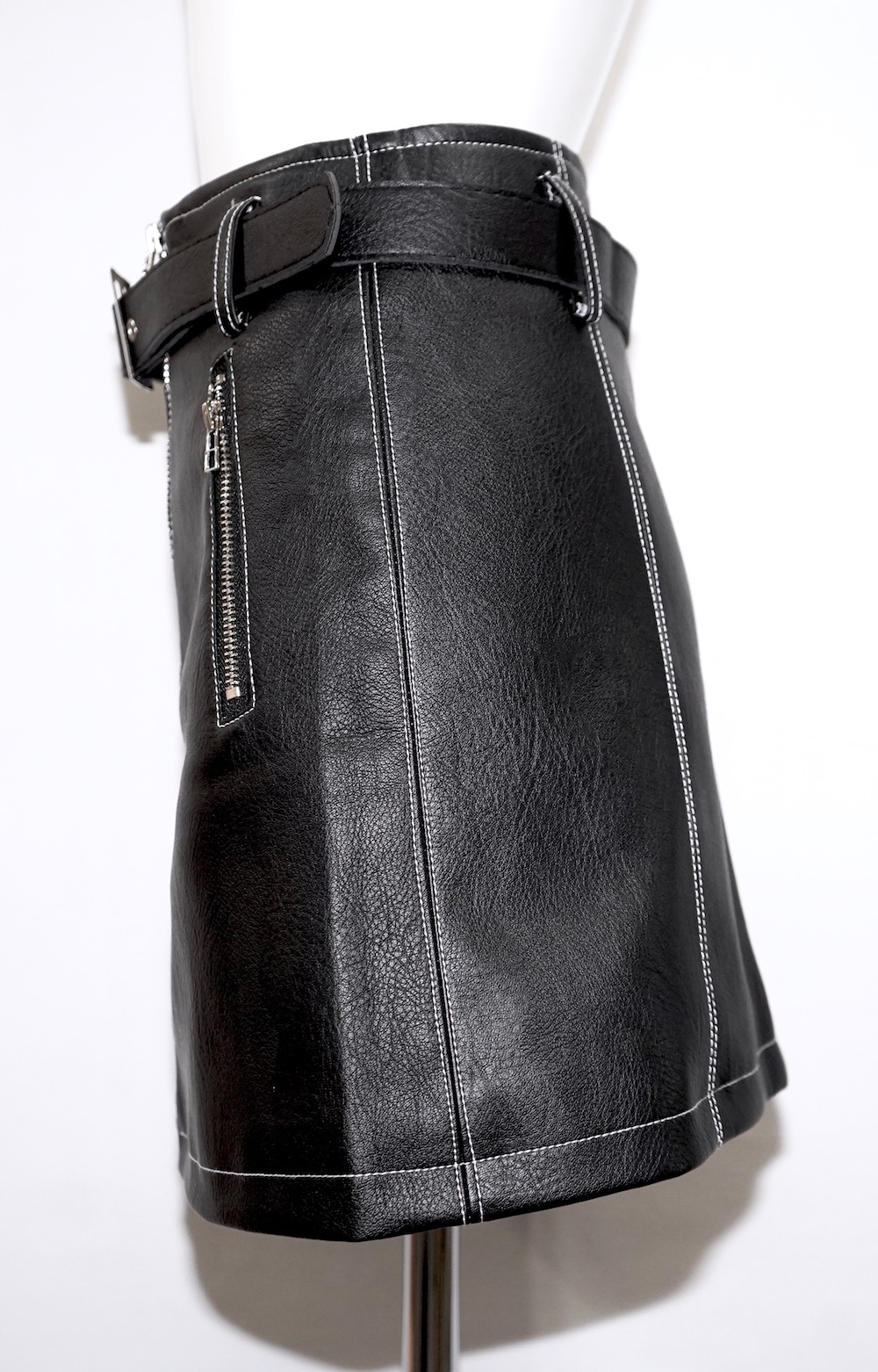 White Stitch Leather Touch Mini Skirt *Belt Set (black)