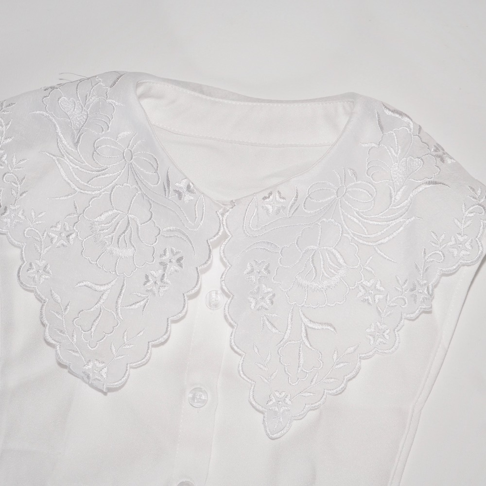 Flower Embroidery Big Collar (white)