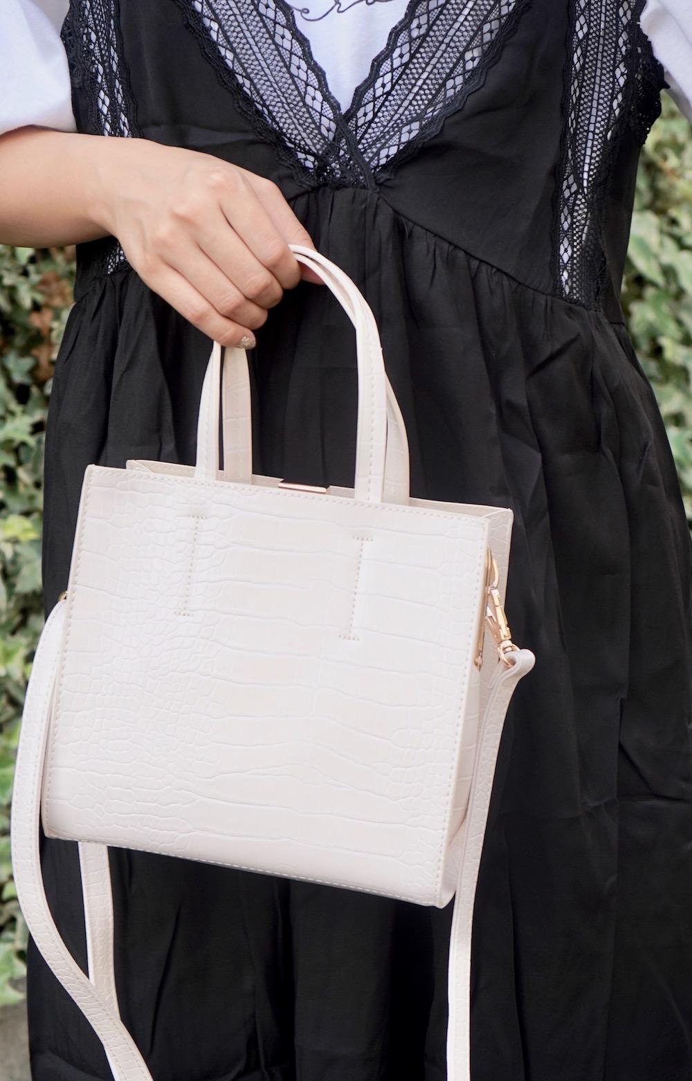 Crocodile Touch Square Shoulder Bag  (white)