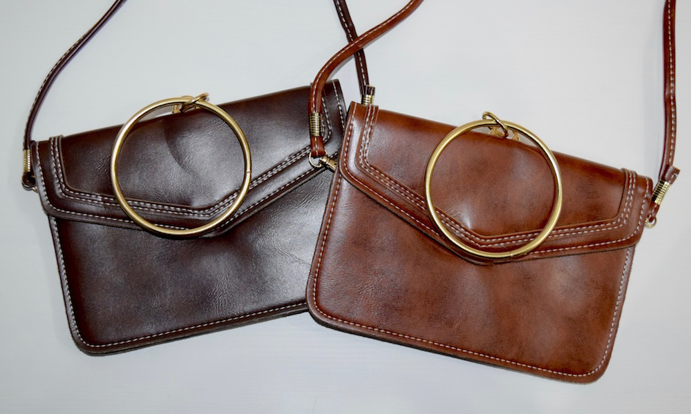 (全2色) GOLD RING OBLONG LEATHER SHOULDER BAG