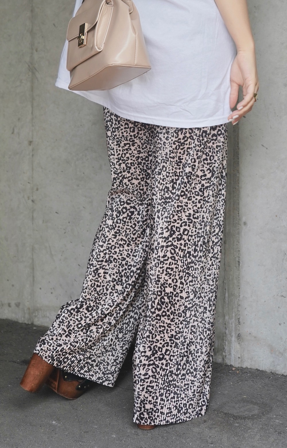 Leopard Shiny Pleats Wide Pants (beige)
