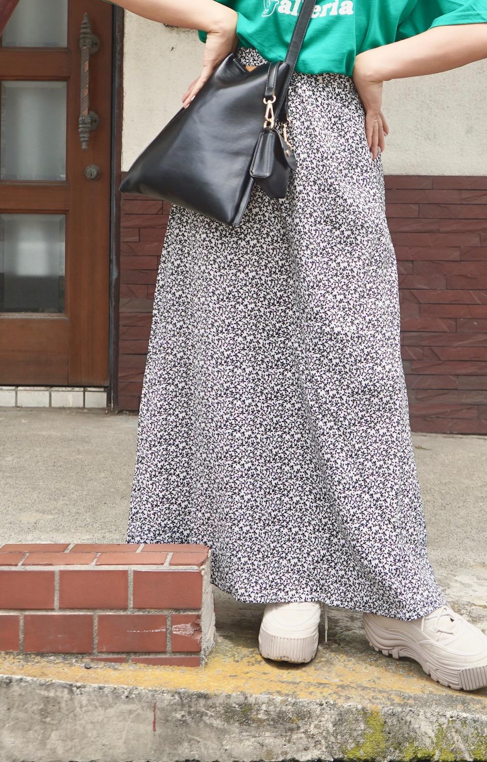 Monotone Flower Flare Long Skirt (white)
