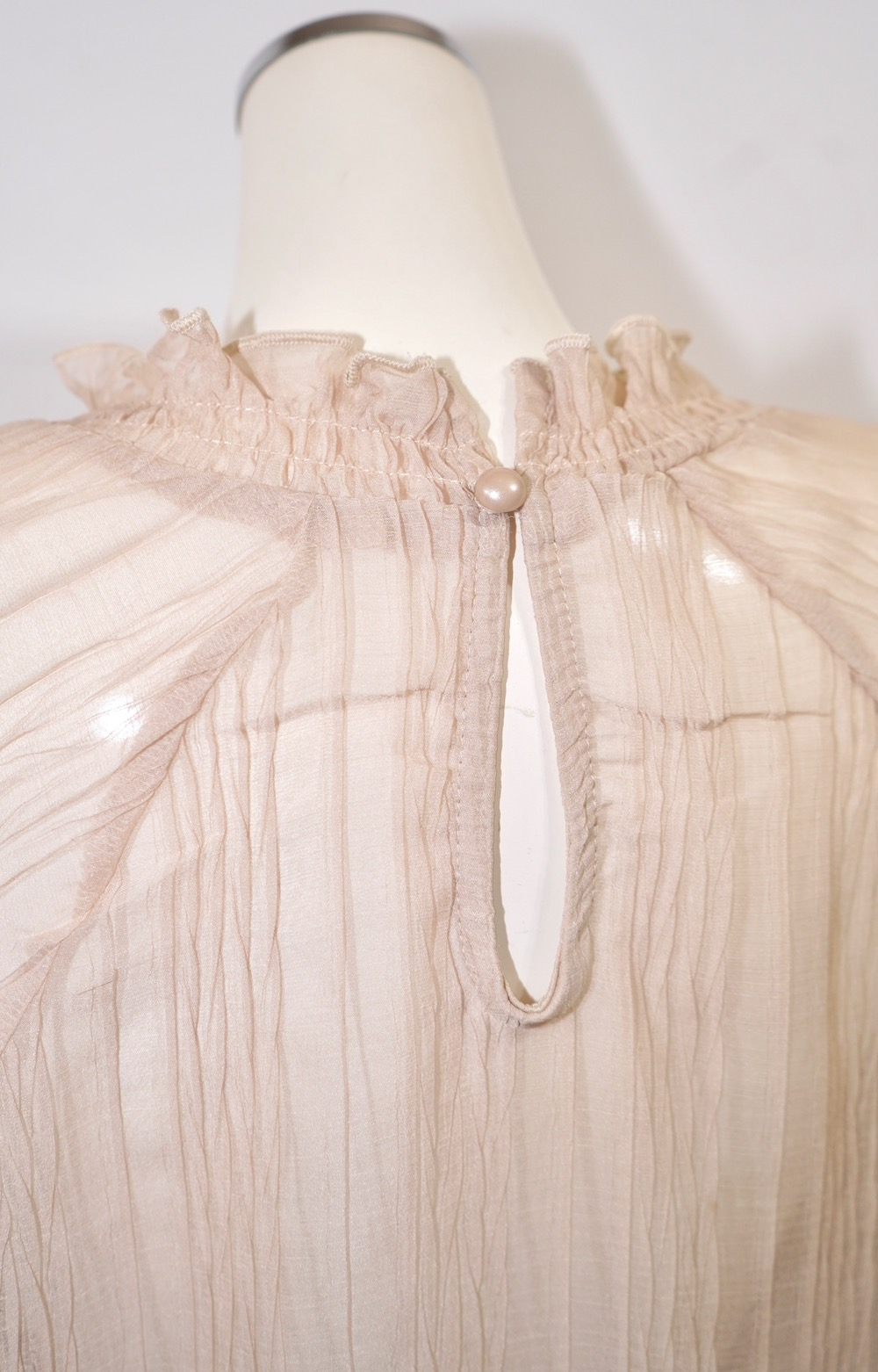Balloon Sleeve Crinkle Sheer Tops (light beige)