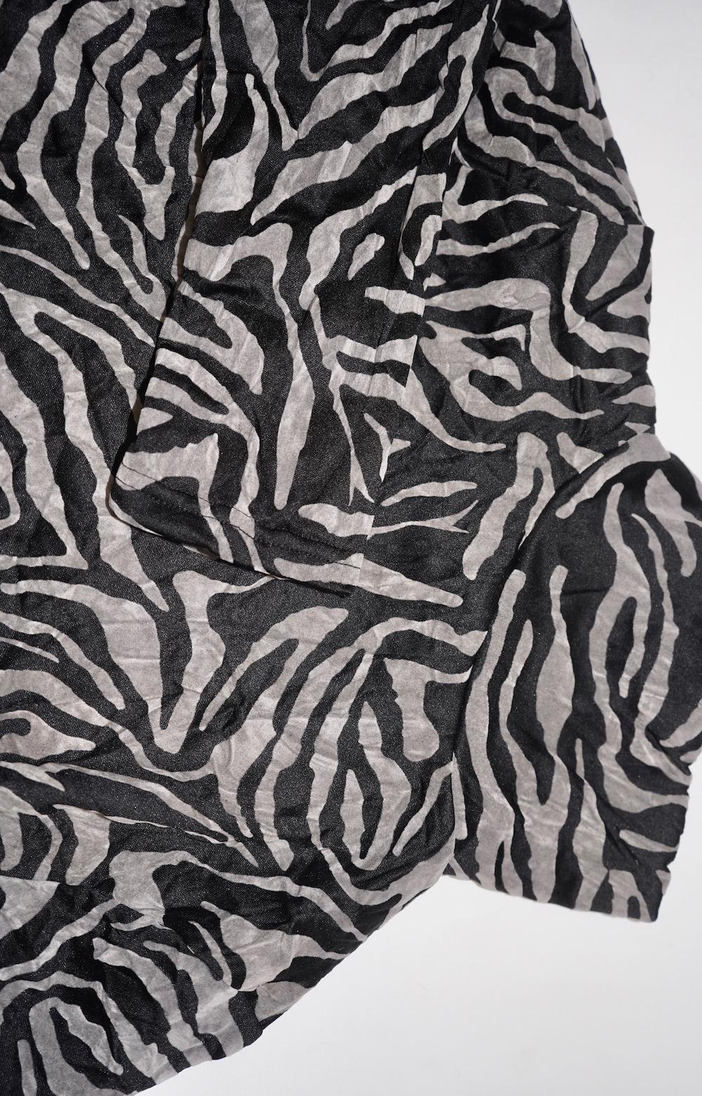 Zebra Pattern High-Neck Tops (grey)