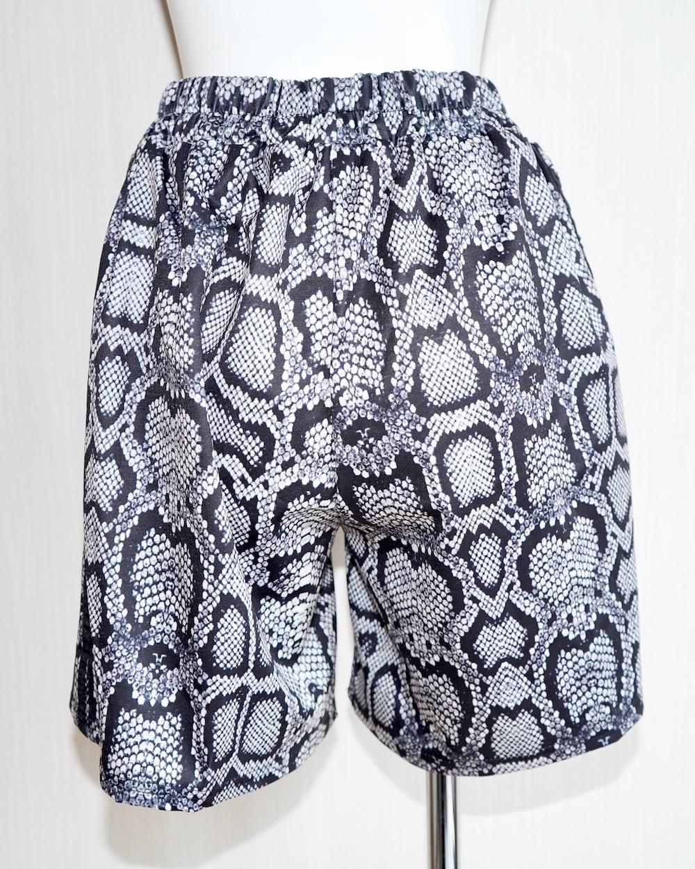 Side Line Python Half Pants
