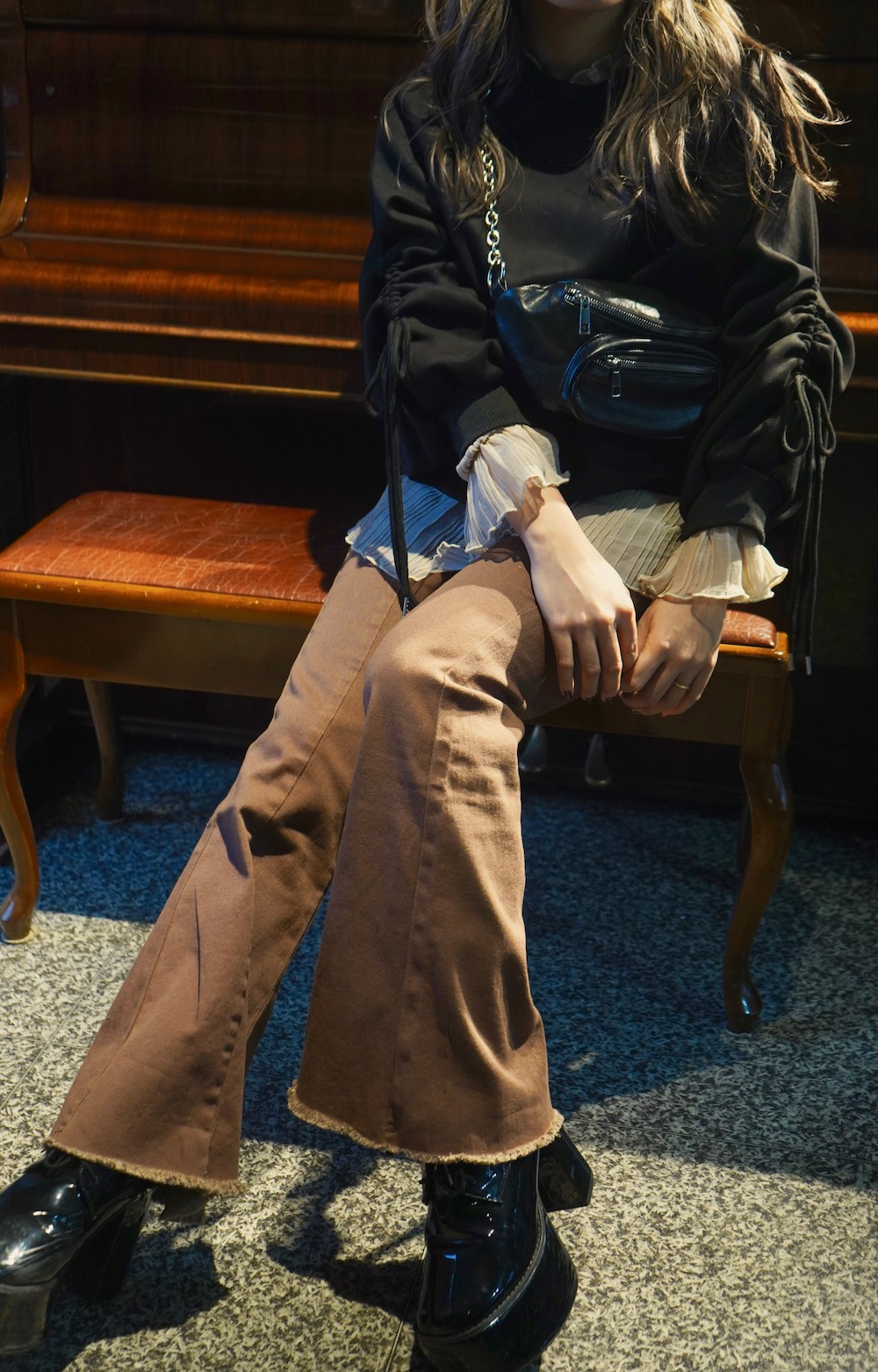 Center Tuck Flare Pants (brown)