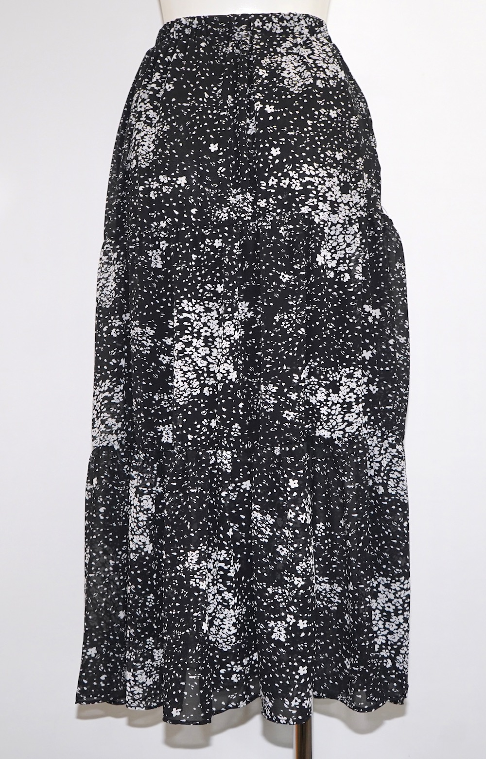 Monotone Flower Tiered Sheer Skirt (black)