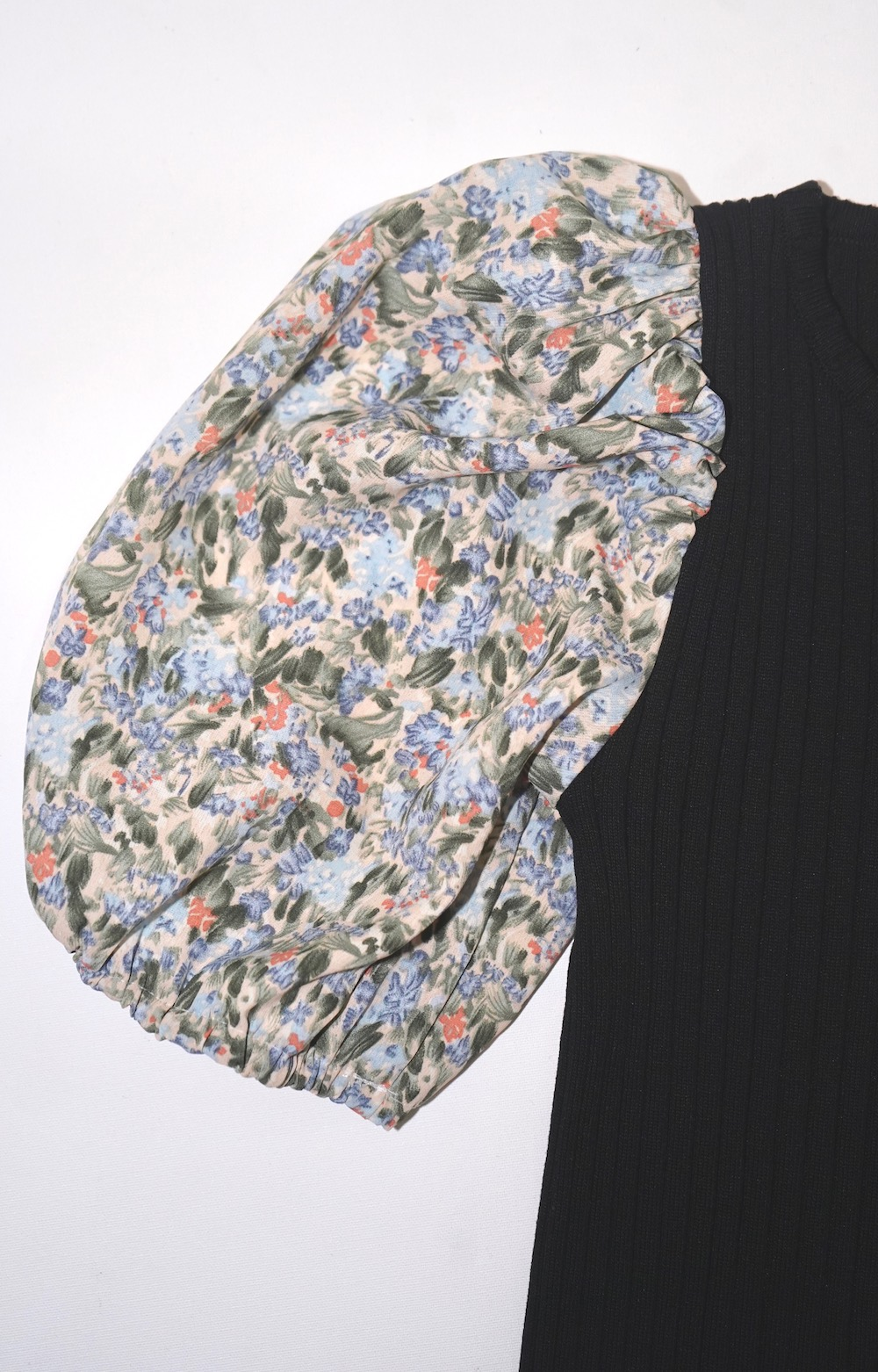 Flower Switching Puffsleeve Tops (black)