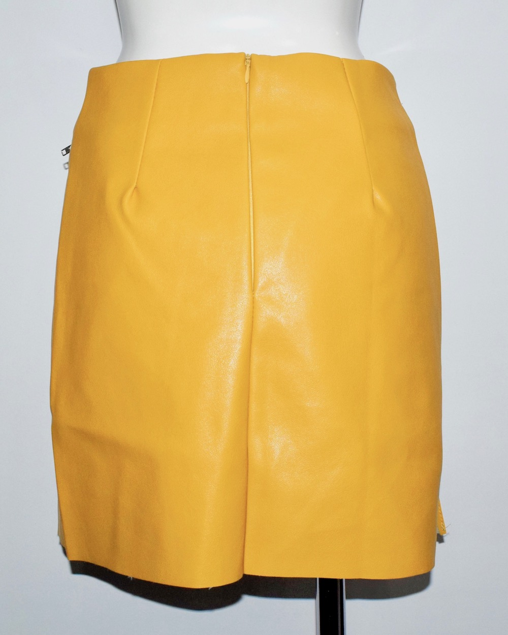 ZIP DESIGN LEATHER TOUCH YELLOW SKIRT