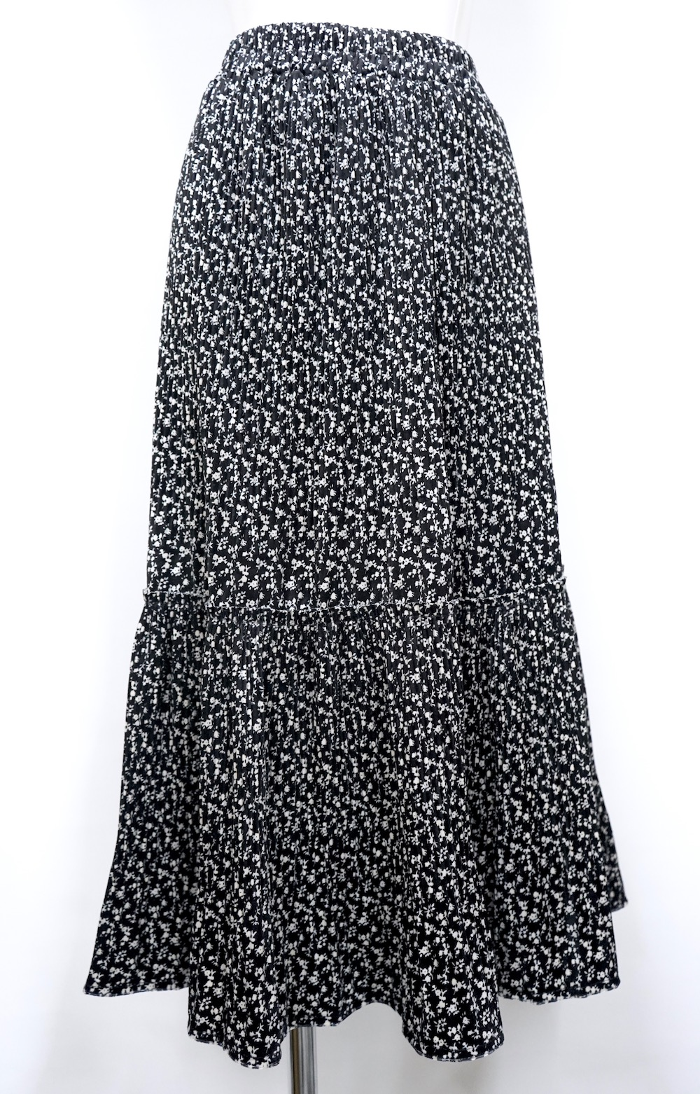 Monotone Flower Tiered Long Skirt (black)