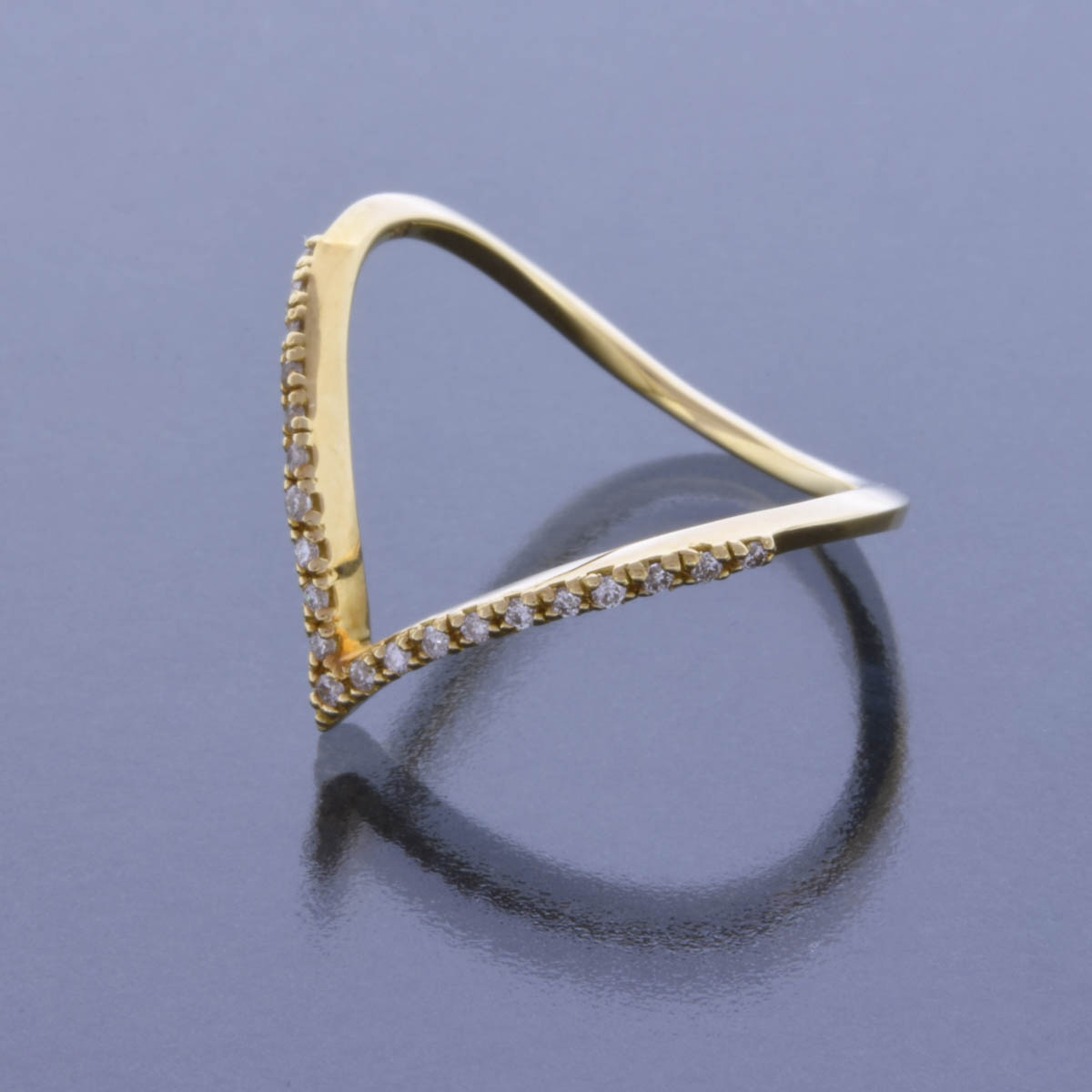 K18YG ダイヤモンド リング  Vラインモチーフ