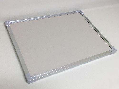 壁掛け式屋内掲示板(押しピンタイプ) ベージュ色 / タテ90cm x ヨコ180cm x 厚み2.5cm/重さ約12kg