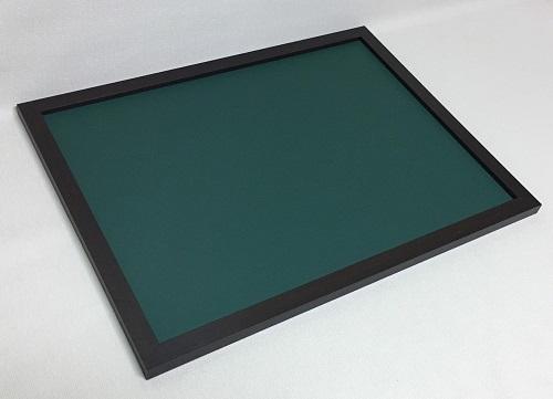 チョークボード(スチール製)緑色(木目調枠付き)/90cmx90cm(枠を含む外寸) x 厚み2cm 約6.3kg