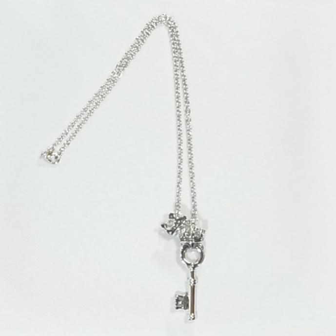 (196N-0019) クラウン・鍵ネックレス