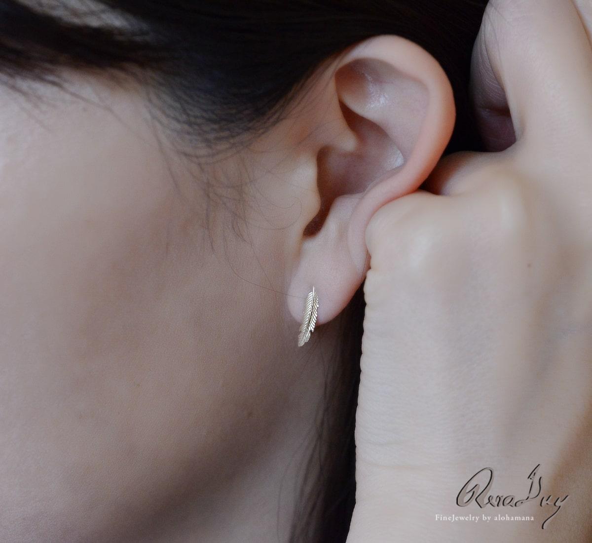 K10 ゴールド ピアス レディース 女性 アクセサリー (RERALUy) フェザー ピアス 両耳用 イエローゴールド スタッドピアス 新作/rpe1681k10