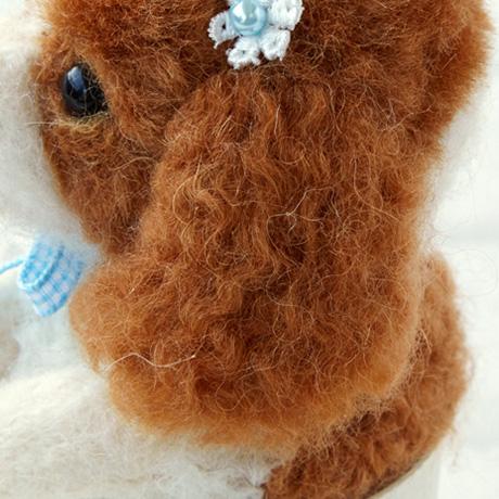 H440-005-526 リアル羊毛フェルト 植毛カール アイボリーブラック