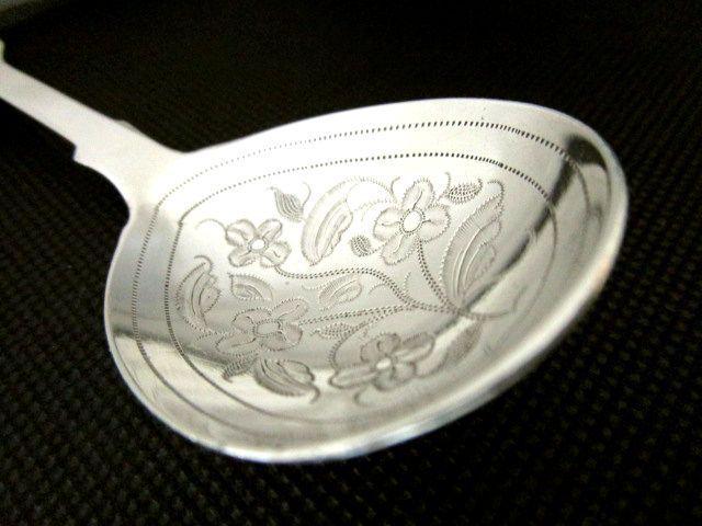 英国アンティーク スターリングシルバー キャディースプーン 花模様 フィドルパターン 純銀 ロンドン ビクトリア期1844年カトラリー