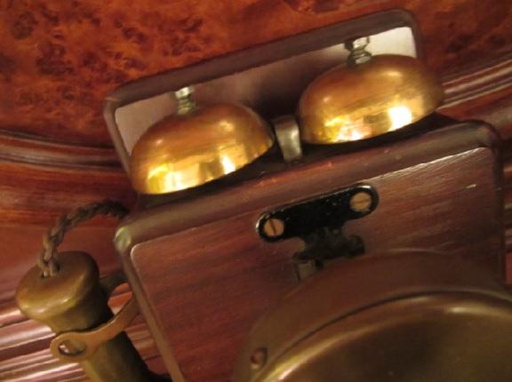 英国 アンティーク 古い電話機 木製 真鍮 ダイヤル式 壁掛け