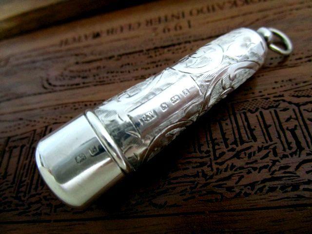 英国アンティーク シルバー シガレットホルダー唐草模様 煙草 喫煙小道具 懐中時計チェーン 純銀 エドワード期 バーミンガム1906年F.W社製