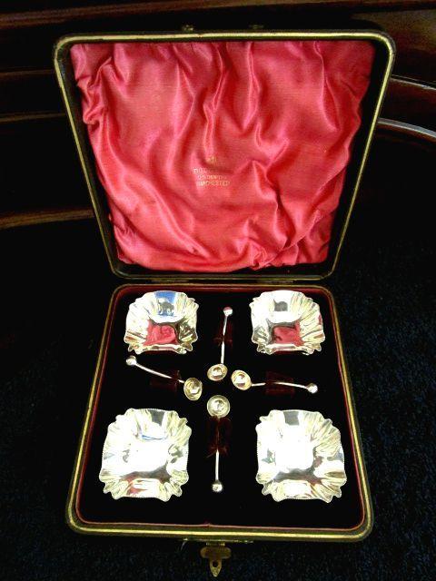 英国アンティーク シルバーp ソルト ディッシュ&スプーン 4ps 調味料入れセット箱付 ビクトリア期 シェフィールド/ゴールドスミス HB社製