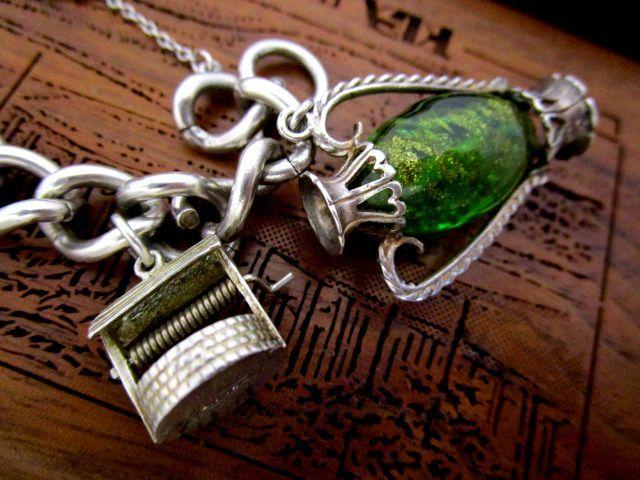 英国ビンテージ スターリングシルバー925 ブレスレット 鍵付き チェーン チャーム9個57g 純銀 イギリス ロンドン1977年