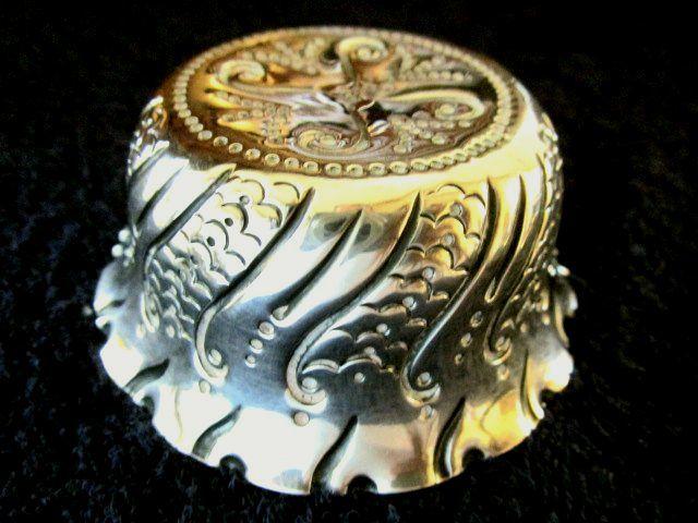 英国アンティーク シルバー トリンケット ディッシュ ボウル/小物入れ 純銀 ロンドン ビクトリア期1885年C.E社製