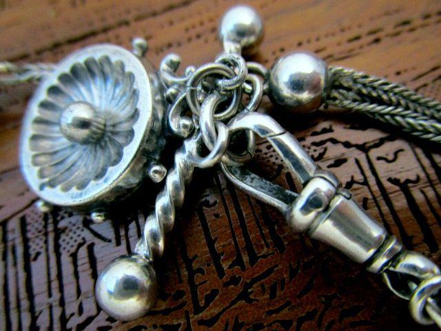 英国アンティーク シルバー チェーン ルーレット型 ハート タッセル フォブ ブレスレット 懐中時計 純銀 13g イギリス ビクトリア期
