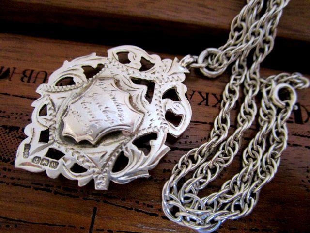 英国 アンティーク シルバー 両面装飾 透かし模様 フォブ/ペンダント チェーン 純銀 ART DECO バーミンガム1921年H.B&S社製