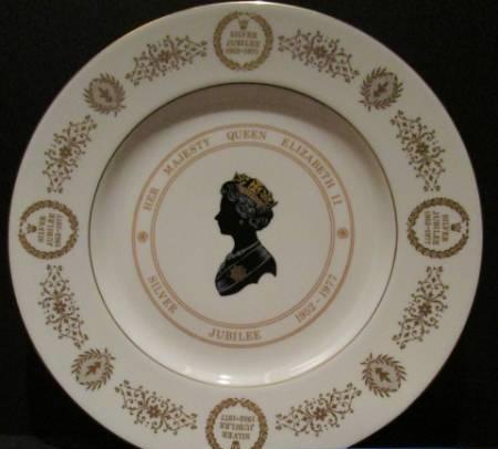 英国 ビンテージ エリザベス女王25周年 ジュビリー飾り皿 プレート  ボーンチャイナ1977年 COALPORT