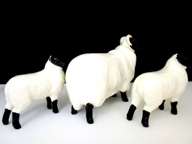 英国ビンテージ スコットランドの羊 ベスウィック/BESWICK/ROYAL DOULTON ロイヤルドルトン 置物 陶器 大1 小2 計3点