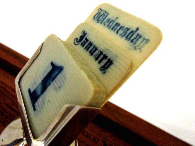 英国アンティーク スターリングシルバー デスクカレンダー スタンド 卓上 純銀 ジョージ5世 ロンドン1921年イギリス雑貨