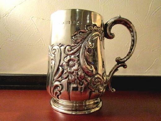 英国 アンティーク シルバーカップ 彫金装飾 純銀 VICTORIAN バーミンガム 1898年SB社製