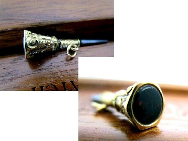 英国アンティーク 9CT GOLD 石付鍵 フォブ 懐中時計 チェーン ブラッドストーン ゴールドケース ビクトリアン・ジュエリー1880年代