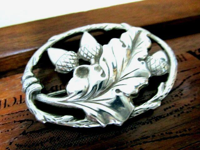 英国ビンテージ スターリングシルバー 大きなブローチ ドングリ/エイコーン 純銀 10.6g STERLING 刻印