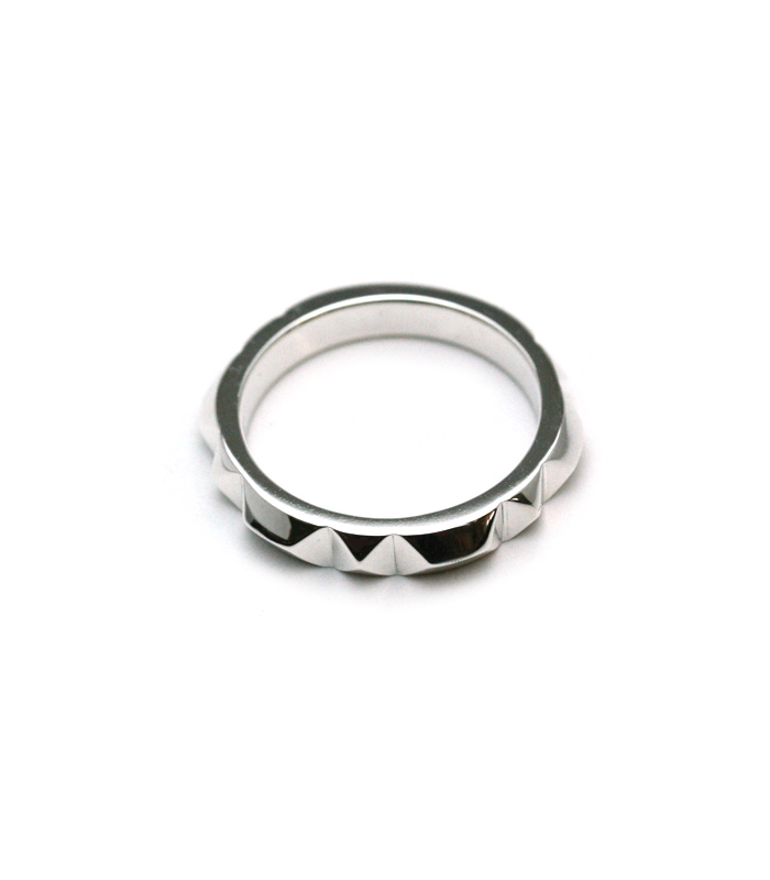 ARGENT GLEAM LT  Pyramid Studs Ring